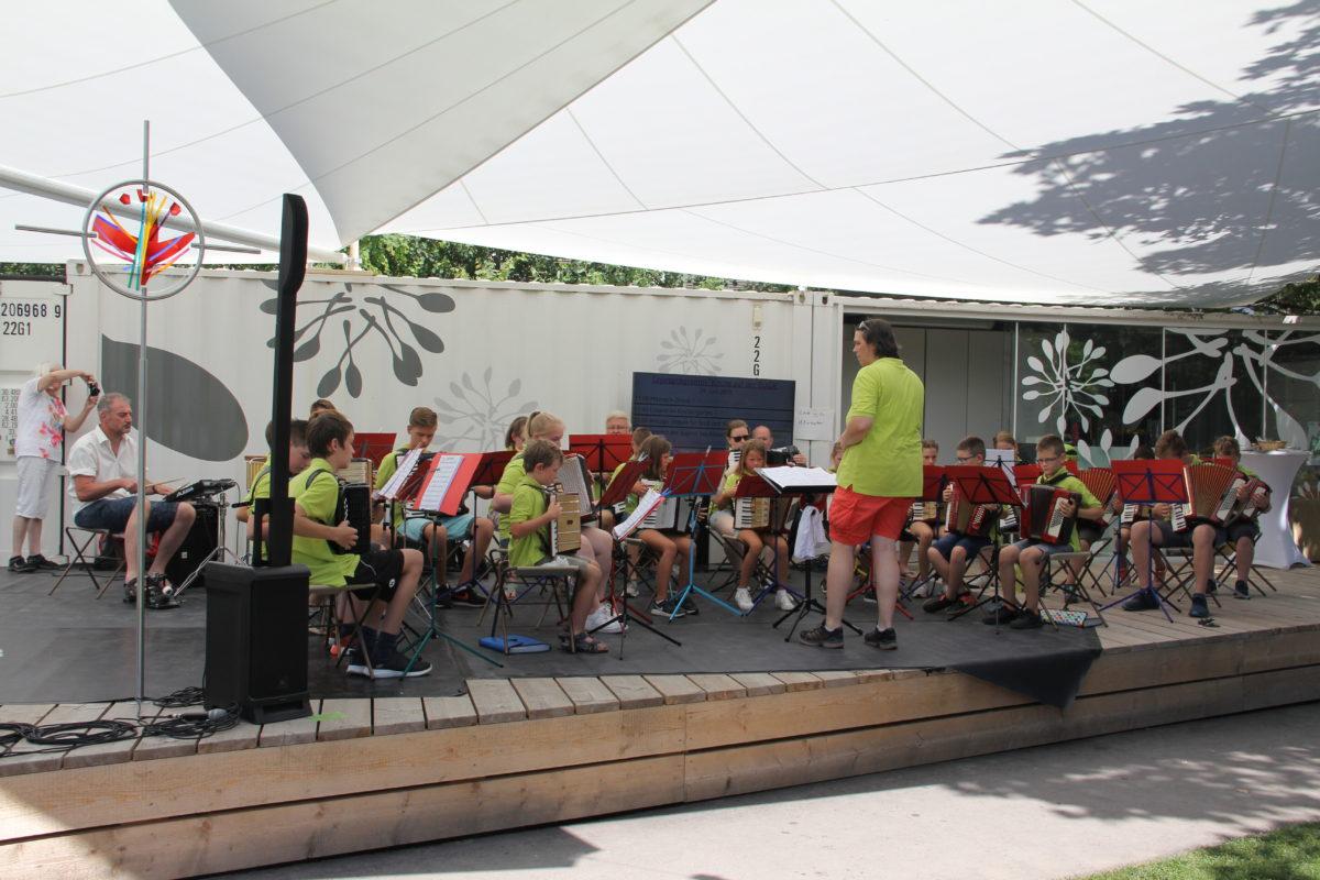 Auftritt Jugendorchester auf der BUGA beim Tag der Harmonika